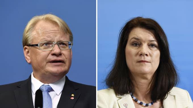 Alliansen måste släppa sin plan på ett misstroendevotum mot försvarsminister Peter Hultqvist. Foto: ERIK SIMANDER/TT / TT NYHETSBYRÅN MAJA SUSLIN/TT / TT NYHETSBYRÅN