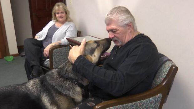 """Greg fick en stroke - räddades av """"människans bästa vän"""""""