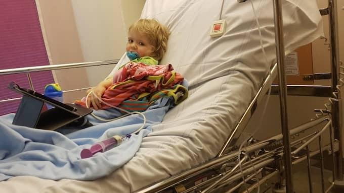 Treåriga Max har en genetisk sjukdom som gör att han inte kan ta upp föda på ett normalt sätt. Foto: Privat