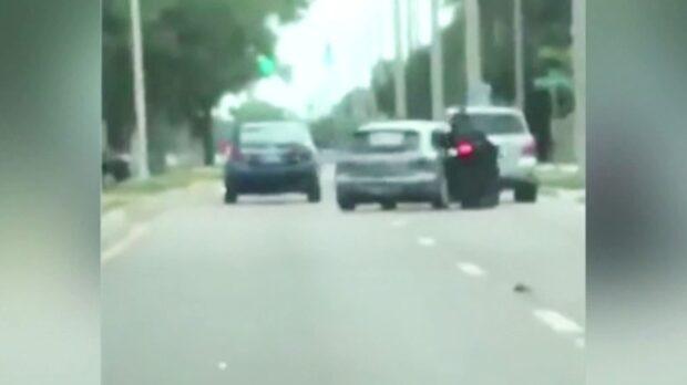 Bilist kör på mc-förare med flit