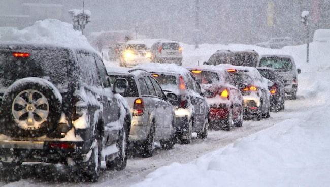 En utredning kommer att föreslå införandet av en särskild extra skatt på dubbade vinterdäck.