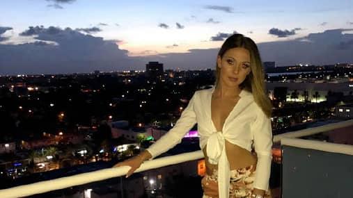 Bilderna är från en av parets resor till Miami. Foto: CROWN PROSECUTION SERVICE/WALES NEWS