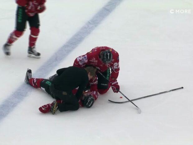 Hermansson får matchstraff efter hårda huvudtacklingen