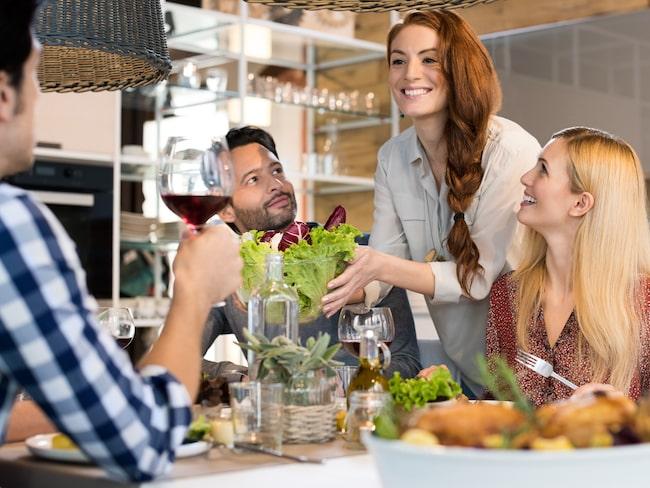 Om du hör till de som känner att du måste städa innan gäster kommer, så finns det nu skäl för oron, efter en undersökning som gjorts.