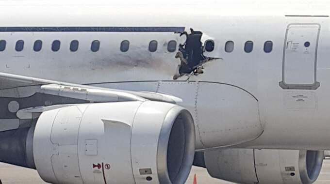 Bomben som exploderade ombord på ett passagerarplan från Somalia var inbyggd i en bärbar dator – som kom genom säkerhetskontrollen med hjälp av två flygplatsarbetare, misstänker utredarna. Foto: AP
