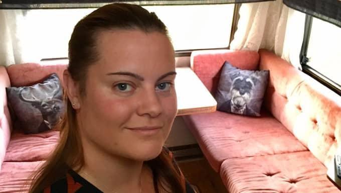 Anna Lindberg kom in på högskolan, men hittade ingen bostad. Då flyttade hon i husvagnen. Foto: Privat