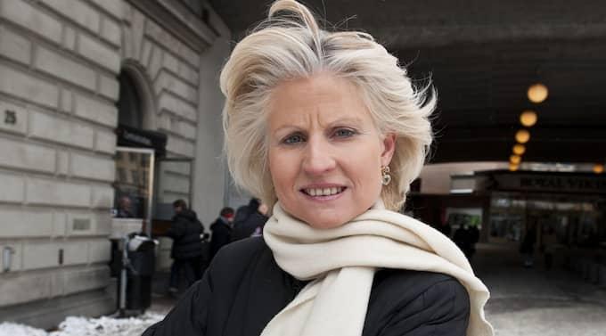 """För kvinnors Värdighet. """"Jag bär också en vit halsduk för att visa mitt stöd för kvinnors universella rätt till värdighet"""", säger Anna Maria Corazza Bildt, som nu startar en svensk systergrupp på Facebook. Foto: Foto: Anna-Lena Mattsson"""