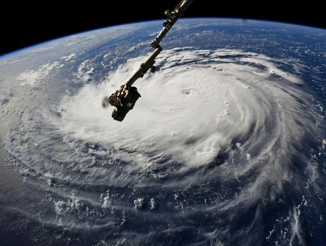 Orkanen Florence är på väg mot anläggningen. Här fångas den på bild av Nasas satellit.