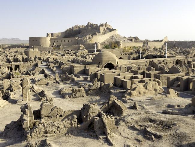 2003 skadades fästningen under kraftiga jordbävningar.