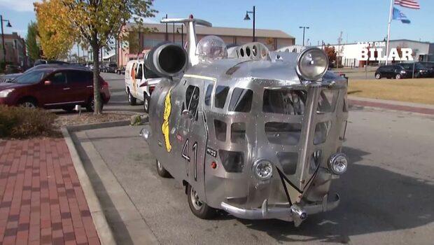 Charlies flygplansbil gör succé på vägarna i USA