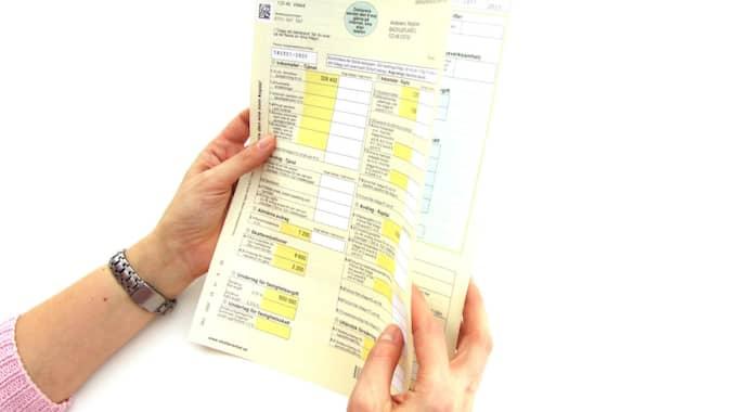 Senaste vid midnatt 2 maj ska din deklaration vara inlämnad, oavsett om du deklarerar på papper eller gör det digitalt. Foto: Ivan Arvsäter / SKATTEVERKET