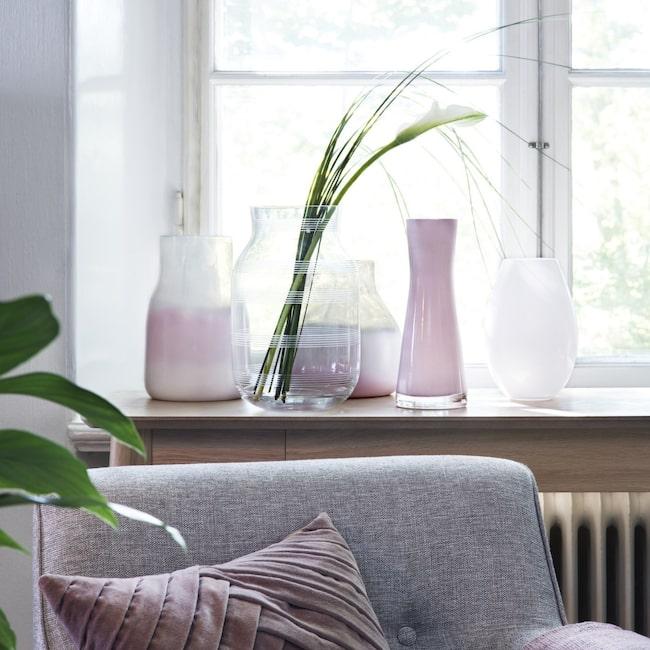 <span>Glasvas med ränder Omaggio, 549 kronor, Kähler. De rosa vaserna har vi sprejmålat.<br></span>
