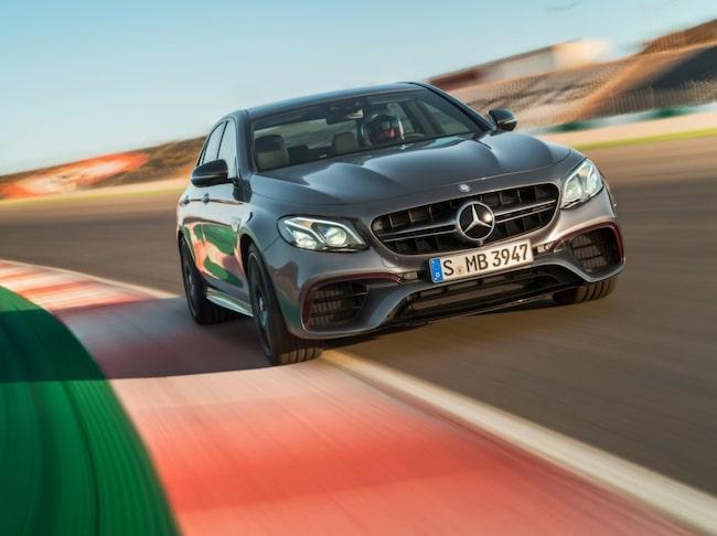 För bästa möjliga fäste kommer bilen med fyrhjulsdrift 4Matic där all kraft kan fördelas mellan bak- och framaxeln.