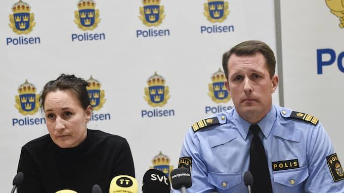 Lisa Green och Mattias Sigfridsson under polisens presksonferens. Foto: JENS CHRISTIAN