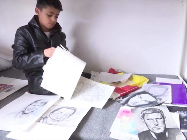 """Flyktingpojken kallas """"lille Picasso"""" - se hans otroliga talang!"""