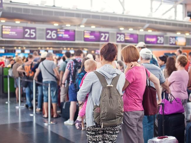 Överbokning av flygplan har praktiserats ända sedan kommersiell flygverksamhet startade.