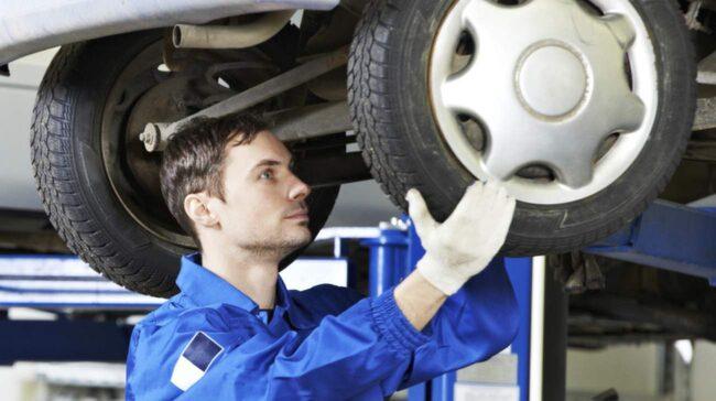 Lågsäsong för bilverkstäderna betyder dumpade priser. Du kan spara tusenlappar på att serva din bil nu i stället för senare i vår.