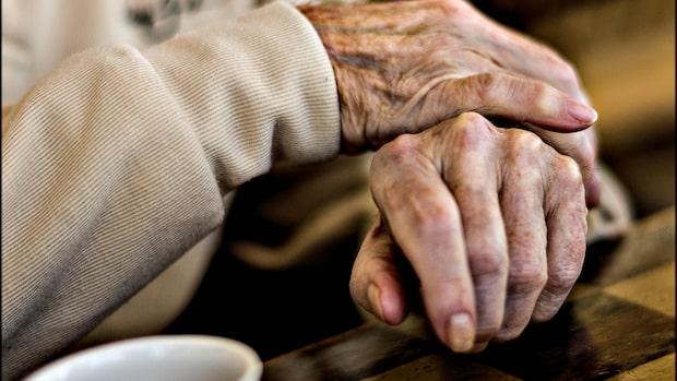 Förslaget: Låt anhöriga få hälsa på de äldre på hemmen