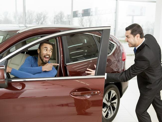 I en bilförhandling är det sällan köparen som känner sig som vinnaren. Men har du koll på när priserna sjunker kan det bli du som gör bästa affären.