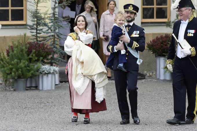 Magda Omerspahic tycker att Sofia ser sagolik ut i sin folkdräkt. Foto: Anna-Karin Nilsson