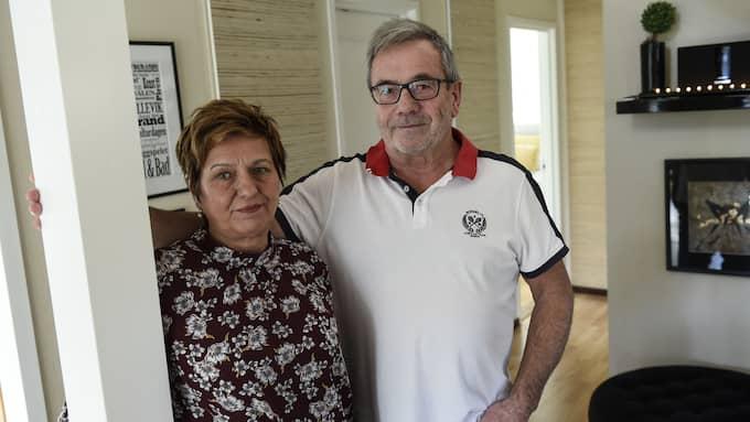 """""""Man kan inte skydda sig tillräckligt mot inbrott. Det är otroligt att man ska komma hem och inte ens märka att man har haft inbrott förrän efter ett dygn"""", säger Gösta Nyman, 66, och Carina Nyman, 64, i Hällevik som nyss drabbades av inbrott. Foto: JENS CHRISTIAN"""