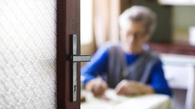 Många upplever en stor oro och mår dåligt långt efter att inbrottet skedde. Särskilt om gärningsmannen lurat sig in i bostaden när offret är hemma, skriver Tomas Tobé. Foto: COLOURBOX