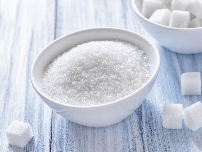 Socker är inte alls nyttigt. Det är till exempel dåligt för tarmhälsan, eftersom man göder de skadliga bakterierna i tarmen när man äter socker.