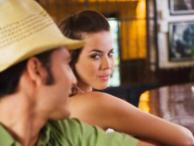 <span>Fyllekåt – alla i baren är mer eller mindre sexiga.</span>