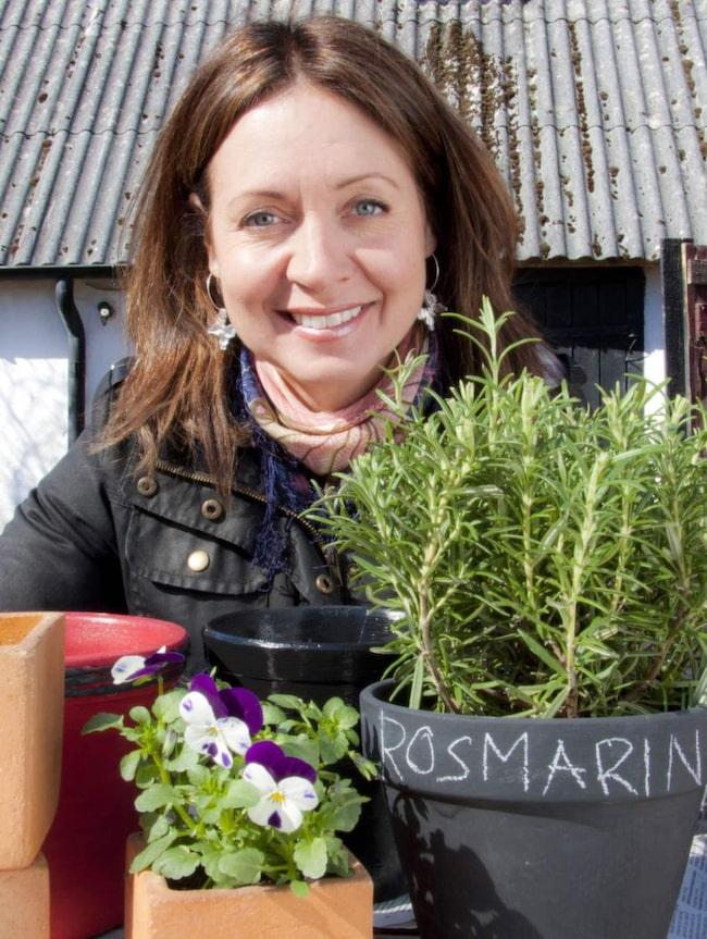 """Pernilla Månsson Colt älskar trädgårdar. Hon har varit programledare för flera säsonger av SVT:s """"Trädgårdsonsdag""""."""