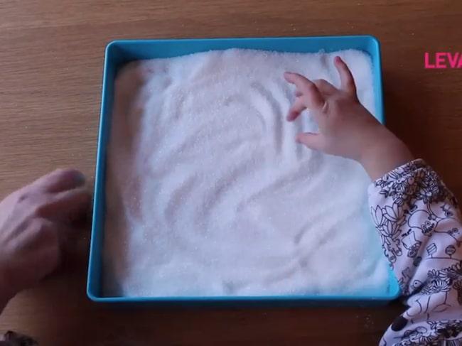 Allt du behöver för att lära barnen skrivaär lite socker!