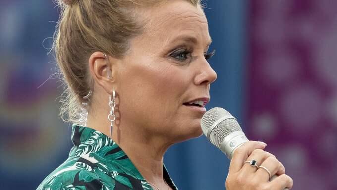 Gry Forssell är programledare för Sommarkrysset som sänds från Gröna Lund Foto: JARI KANTOLA / STELLA PICTURES