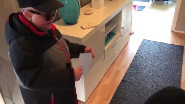 Hampus, 7 fick en rejäl överraskning utaför dörren