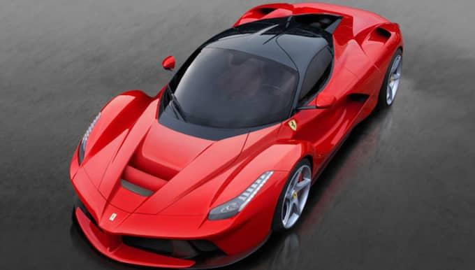 Strax före jul ska Zlatan ha köpt en Ferrari Laferrari – den ska dock vara gul, inte röd.