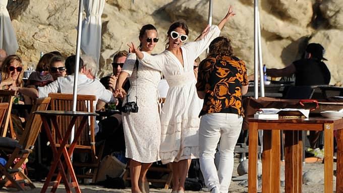 Den intima bröllopsceremonin hölls på Ibiza. Foto: SPLASH NEWS / IBL