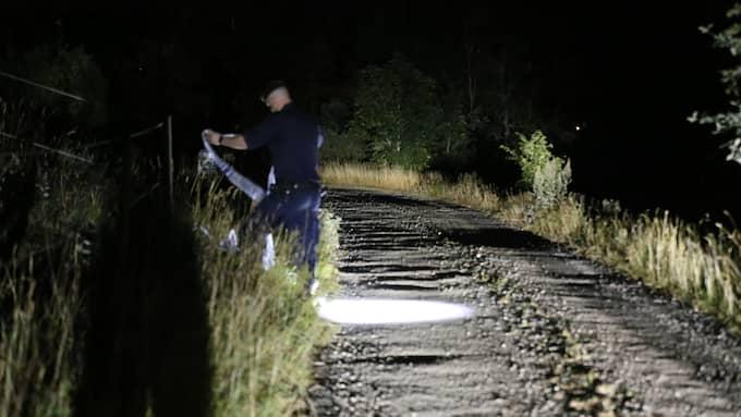 Polisen spärrar av området kring brottsplatsen. Foto: Janne Åkesson / SWEPIX