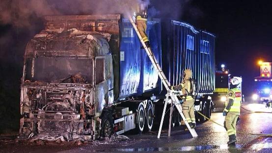 Lastbil i brand – stor trafikpåverkan