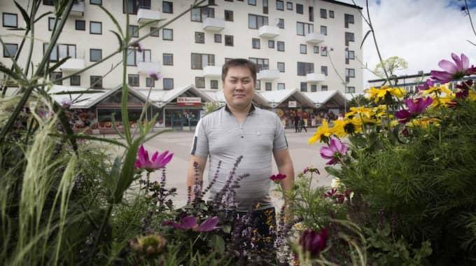 """Ville till Göteborg. """"Jag visste att Göteborg var en industristad, det passade mig bra"""", säger Batalmgalan Dorj när han berättar om sin väg från Mongoliet till Högsbo. Foto: Per Wissing"""