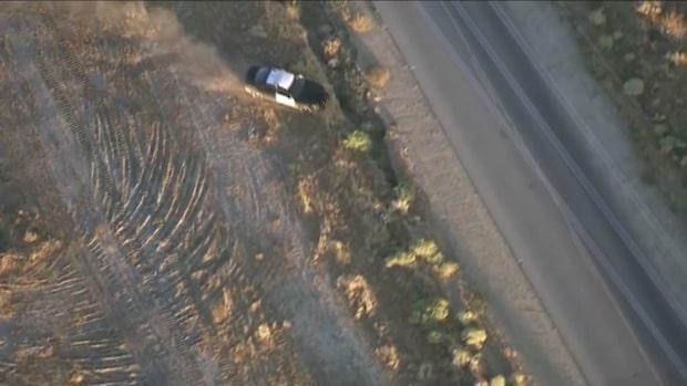 Bilkaparens sista desperata utväg - stjäl en polisbil
