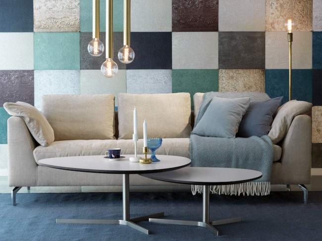 <span>Moderna soffan SoloS finns i beige och ljusgrått. Förr 14 990 kronor. Nu 9 990 kronor. Svenska hem.</span>