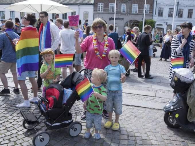 Solveig Lönnberg med dottern Angelina Lönnberg, samt Adam och Nils Elvström. Hon är här för att stötta sin son som går med i tåget. Foto: Ulf Ryd