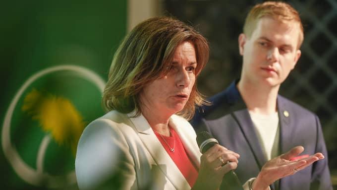 Varken vice statsminister Isabella Lövin eller Gustav Fridolin har hittills uttalat sig om läckan hos Transportstyrelsen. Foto: STEFAN JERREVÅNG/TT / TT NYHETSBYRÅN