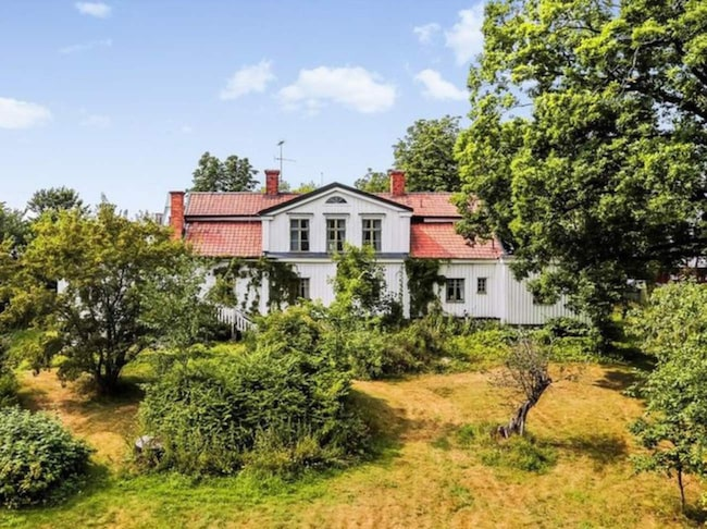 Här är den övergivna herrgården från 1700-talet. 9b2ee34eedba9