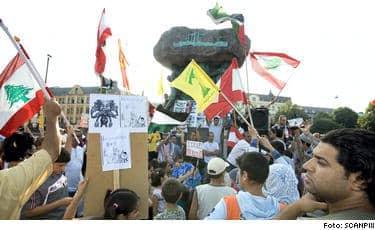 Under en demonstration på Möllevångstorget i Malmö tidigare i somras vajade de gula Hizbollah-fanorna