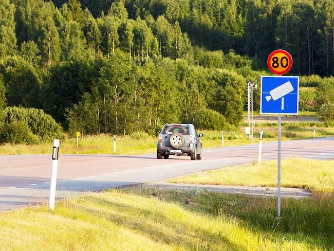 Trafikverket uppmanar bilister att välja vägar med fartkameror.