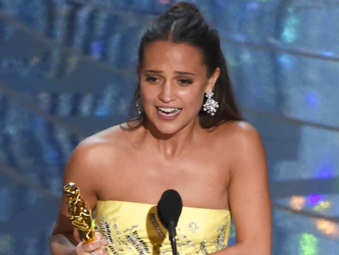Alicia Vikander kammade hem priset i kategorin Bästa kvinnliga biroll på Oscarsgalan. Tidigare har bara Ingrid Bergman som svensk vunnit pris på Oscarsgalan Foto: Chris Pizzello