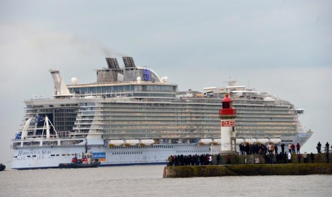 Det 120 000 ton tunga fartyget tog tre år att bygga.