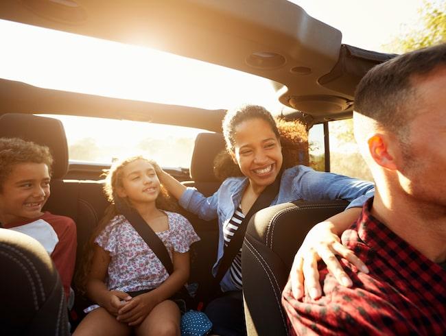Blir du observerad med att ha tagit blicken från vägen flera gånger kan detta resultera i böter.