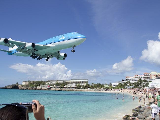 Det har varit en turistattraktion på Maho Beach på St Martin att se flygplanen dundra in med nya turister.