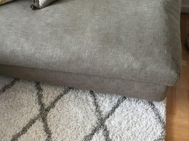 <span>Mattan bör vara minst lika bred som soffan. </span>