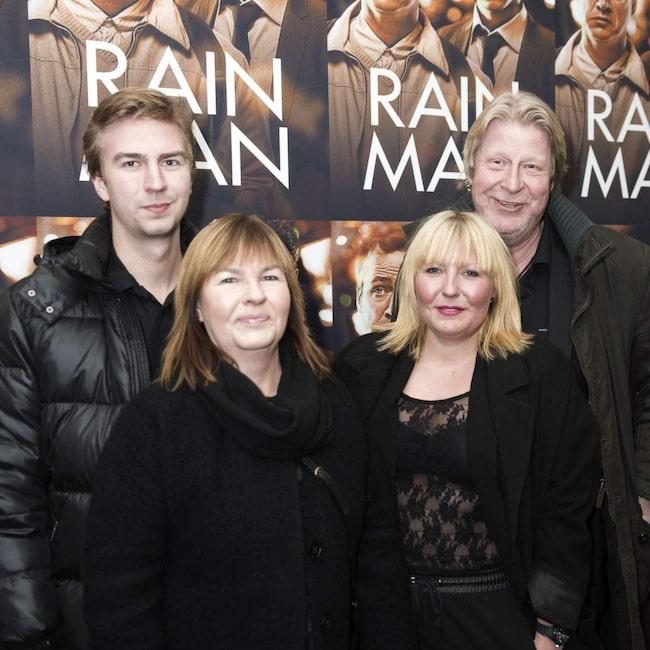 <span>Rolf med sonen Anton, hustrun Birgitta och dottern Hanne. Dottern Ida saknas på bilden.</span>
